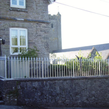 Bespoke metal pointed railings
